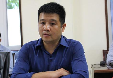Chánh văn phòng Tổng cục Thủy sản - ông Dương Văn Cường trả lời cơ quan báo chí về vụ việc cấp giấy chứng nhận khống cho 808 sản phẩm ra thị trường. Ảnh: Đặng Trung