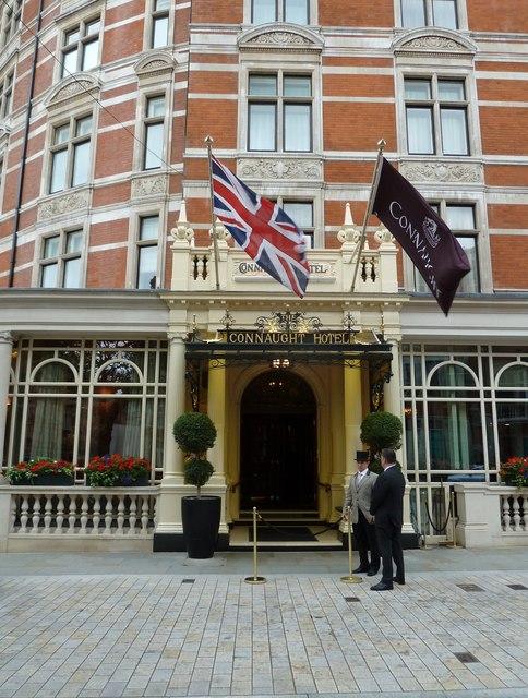 Khách sạn Connaught nằm trong danh mục đầu tư bất động sản của nhà Grosvenor.
