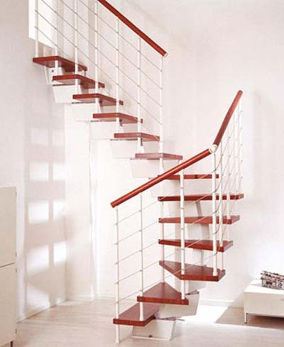 Kiểu cầu thang gỗ kết hợp với lan can thép cũng rất thích hợp cho nhà nhỏ.