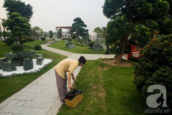 Không gian xanh với hệ thống cây cổ thụ chiếm vị trí chủ đạo và luôn có nhân viên dọn dẹp vệ sinh.