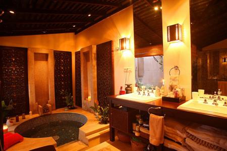 Phòng tắm sang trọng trong biệt thự