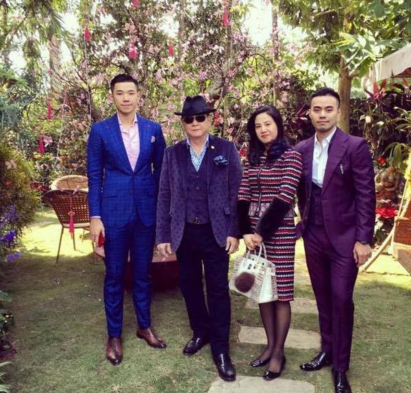 Một bức ảnh hiếm hoi của gia đình Denis Do. (Phía trái ngoài cùng là cậu em trai Đỗ Hoàng Việt).