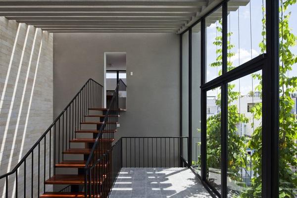 Ở tầng trên, mỗi khối nhà lại là một không gian chức năng khác nhau, đảm bảo sự riêng tư cho các thành viên trong gia đình.