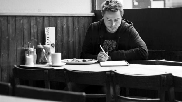 Alex Tew, 32 tuổi, thành công vì không ngừng sáng tạo. Ảnh: BBC.