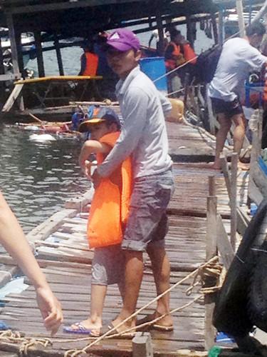 Hiện các lực lượng địa phương đang tích cực đưa khách vào bờ. Trong số này có hai du khách được vớt lên trong tình trạng nguy kịch và được đưa đến bệnh viện cấp cứu.