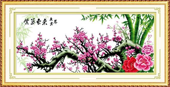 Treo tranh Hoa đào mang ý nghĩa cầu mong may mắn, sức khoẻ cho gia đình