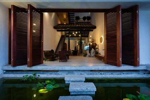 Kiến trúc của căn nhà đã bảo đảm trung hòa giữa phong cách sống và sinh hoạt trong một gia đình 3 thế hệ, vừa phải hợp với cách sống chậm của người già mà vẫn đủ sự năng động của người trẻ.