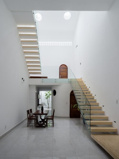Ngôi nhà đã được trang kiến trúc nổi tiếng Archdaily ca ngợi và giới thiệu tới độc giả.