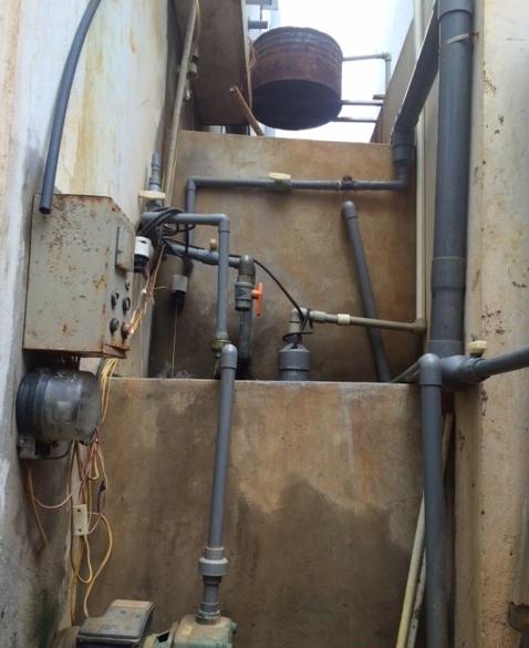 Hệ thống nước giếng khoan do người dân tự xây lắp để duy trì cuộc sống suốt hơn 1 năm qua.