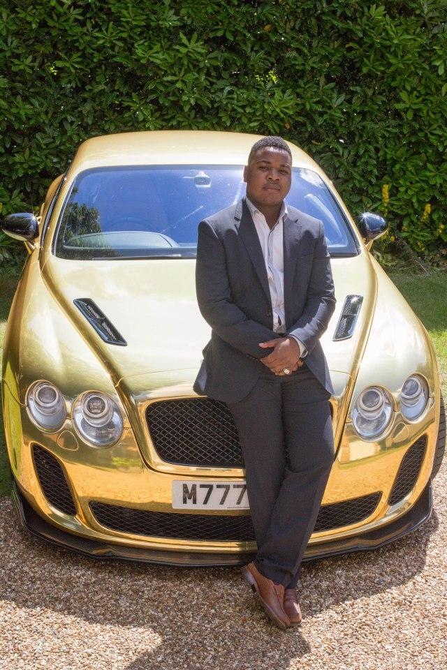 """Mfune từng chia sẻ: """"Vừa học đại học, vừa làm việc tại McDonald's và tiến hành giao dịch tại nhà, đó là khoảng thời gian khó khăn nhất mà tôi từng đối mặt. Để đạt được thành công, bạn phải cố gắng chịu đựng trong một vài năm"""""""