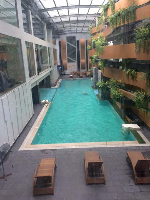 Bể bơi tại chung cư Sông Hồng Park View (165 Thái Hà). Theo phản ánh của cư dân sống tại đây việc xây dựng bể bơi tại đây không có trong thiết kế ban đầu.