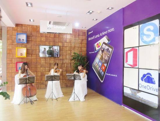 Microsoft Store tại thời điểm khai trương ngày 18/6/2015. Ảnh: Nguyên Đức.