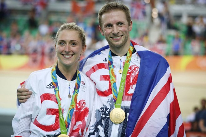 """Jason Kenny và Laura Trott - """"cặp đôi vàng"""" của Vương quốc Anh. Ảnh: Mirror."""