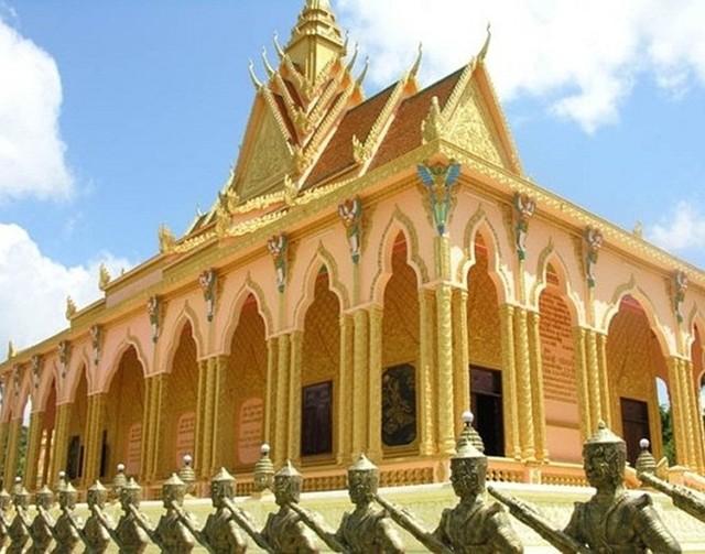 cancanhdinhthulonnhatnambocuadaigiatrambe Ngắm nhìn cận cảnh dinh thự lớn nhất Nam Bộ của đại gia Trầm Bê