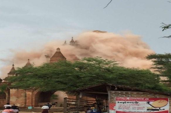Trận động đất làm sập và hư hại ngôi chùa Bagan ở Myanmar. Ảnh: AFP