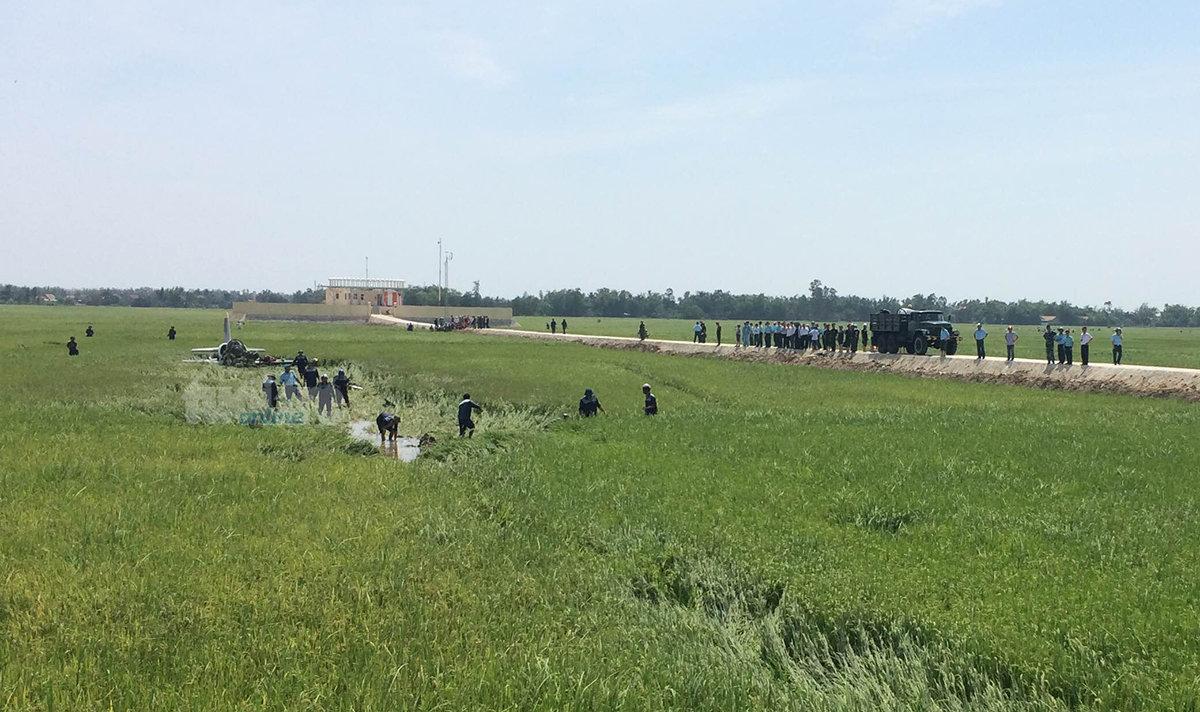 Lực lượng cứu hộ tiếp cận hiện trường máy bay rơi