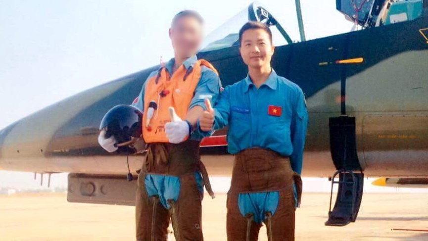 Học viên Phạm Đức Trung (phải) chụp cùng đồng đội trong lần tập huấn - Nguồn: Facebook