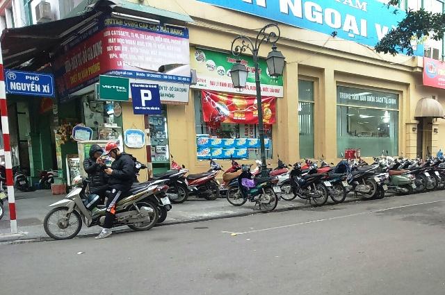 Một điểm trông giữ xe trên phố Nguyễn Xí