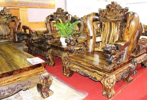 1 băng ghế chính có chiều dài: 340cm, chiều cao 230cm, mặt dầy 8cm có trọng lượng 1,8 tấn.