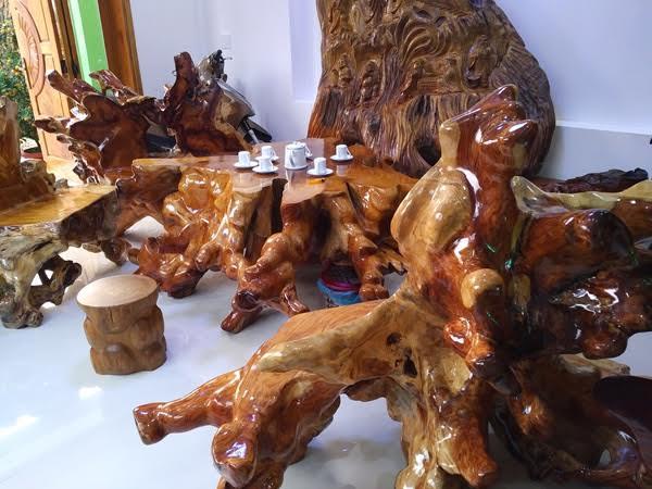 đại gia, quảng nam, đá quý, báu vật, bàn ghế, bộ bàn ghế, tiền tỷ, không bán, gỗ huỳnh đàn, quý hơn vàng ròng