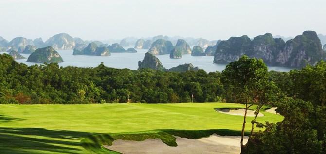 Sân golf FLC Hạ Long được đánh giá là một trong những sân golf có view ấn tượng nhất thế giới.