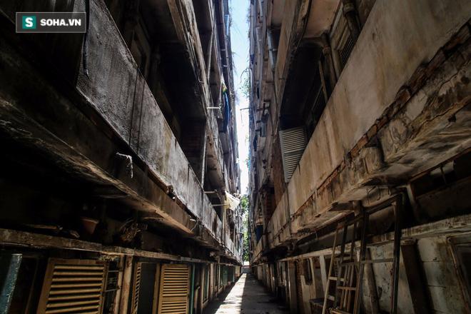 300 hộ dân trong 2 lô 4 và 6 của cư xá Thanh Đa (Q.Bình Thạnh) đã được di dời từ tháng 8/2014 do nơi này xuống cấp trầm trọng. Hai tòa nhà bị nghiêng về một phía do nền đất yếu.