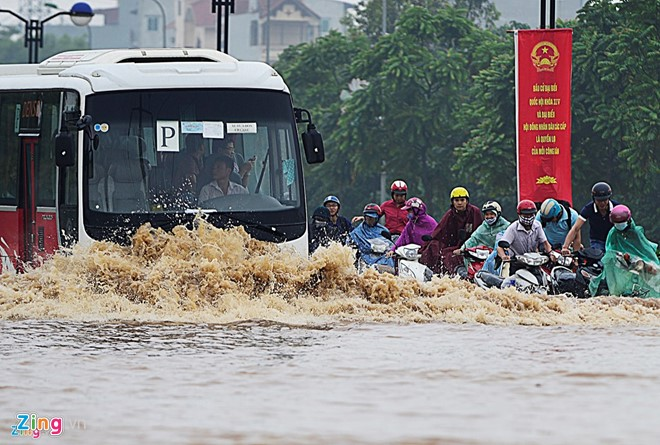 Hà Nội bị ngập nặng sau mỗi trận mưa lớn. Ảnh: Lê Hiếu