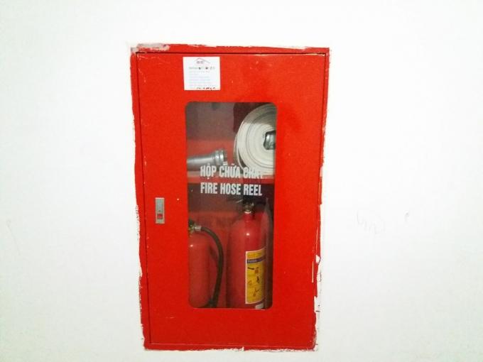 Hộp cứu hỏa được lắp đặt nhưng cạnh đó không có tiêu lệnh PCCC.
