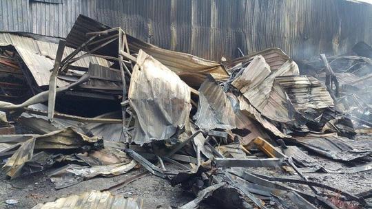 Kho chứa phế liệu chứa rất nhiều vật dụng dễ cháy