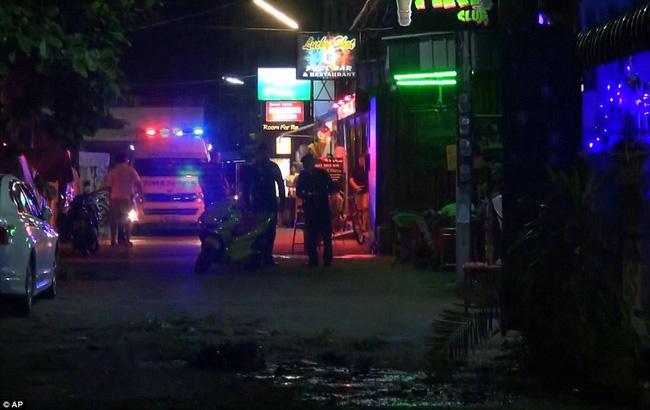Cảnh sát có mặt tại hiện trường vụ đánh bom ở Hua Hin.