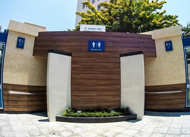 Nhà vệ sinh công công 5 sao tại Đà Nẵng. Ảnh: Đoàn Nguyên.