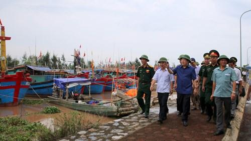 Phó Thủ tướng Trịnh Đình Dũng kiểm tra công tác phòng chống bão số 3 tại Nam Định. Ảnh: Ngân Xuyên.