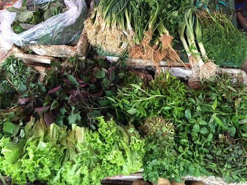 Các loại rau thơm tăng giá mạnh