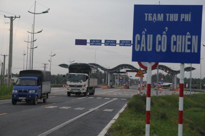 Trạm thu phí cầu Cổ Chiên nối tỉnh Trà Vinh - Bến Tre được đưa vào thu phí thử nghiệm từ tháng 5-2016 - Ảnh: Mậu Trường