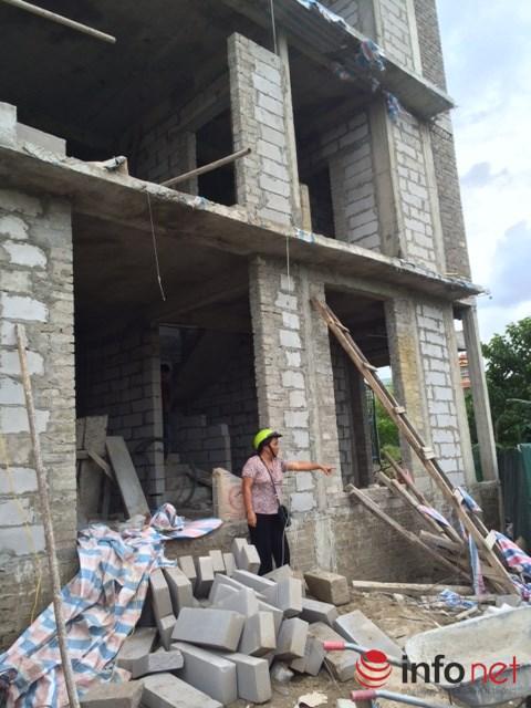 Căn nhà mà người mua là bà Nguyễn Thị Hòa đang tố Công ty Lũng Lô 5 xây dựng trên cống thoát nước. Ảnh: Minh Thư