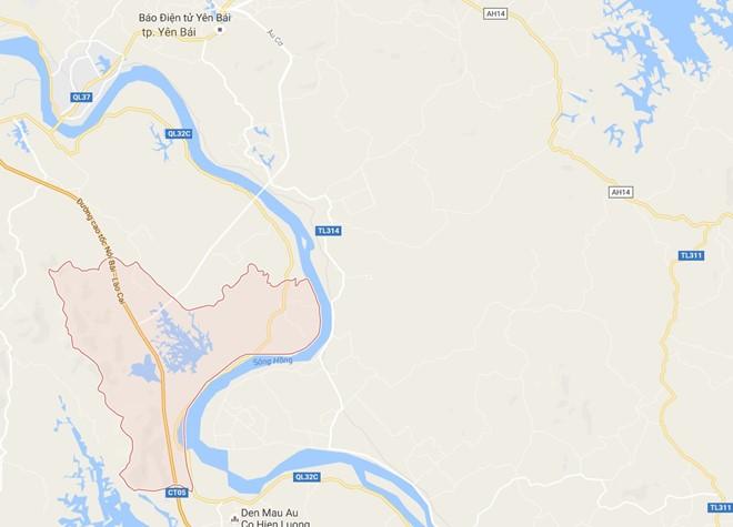 Vết nứt nằm trên quốc lộ 32 C đi qua địa bàn xã Minh Quân (huyện Trấn Yên, Yên Bái)