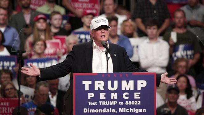 Donald Trump kêu gọi cộng đồng người Mỹ gốc Phi bỏ phiếu cho mình trong sự kiện vận động tranh cử ở bang Michigan, Mỹ. Ảnh: Getty