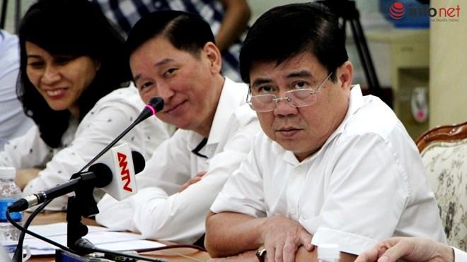 Chủ tịch UBND TP.HCM Nguyễn Thành Phong (đeo kính)