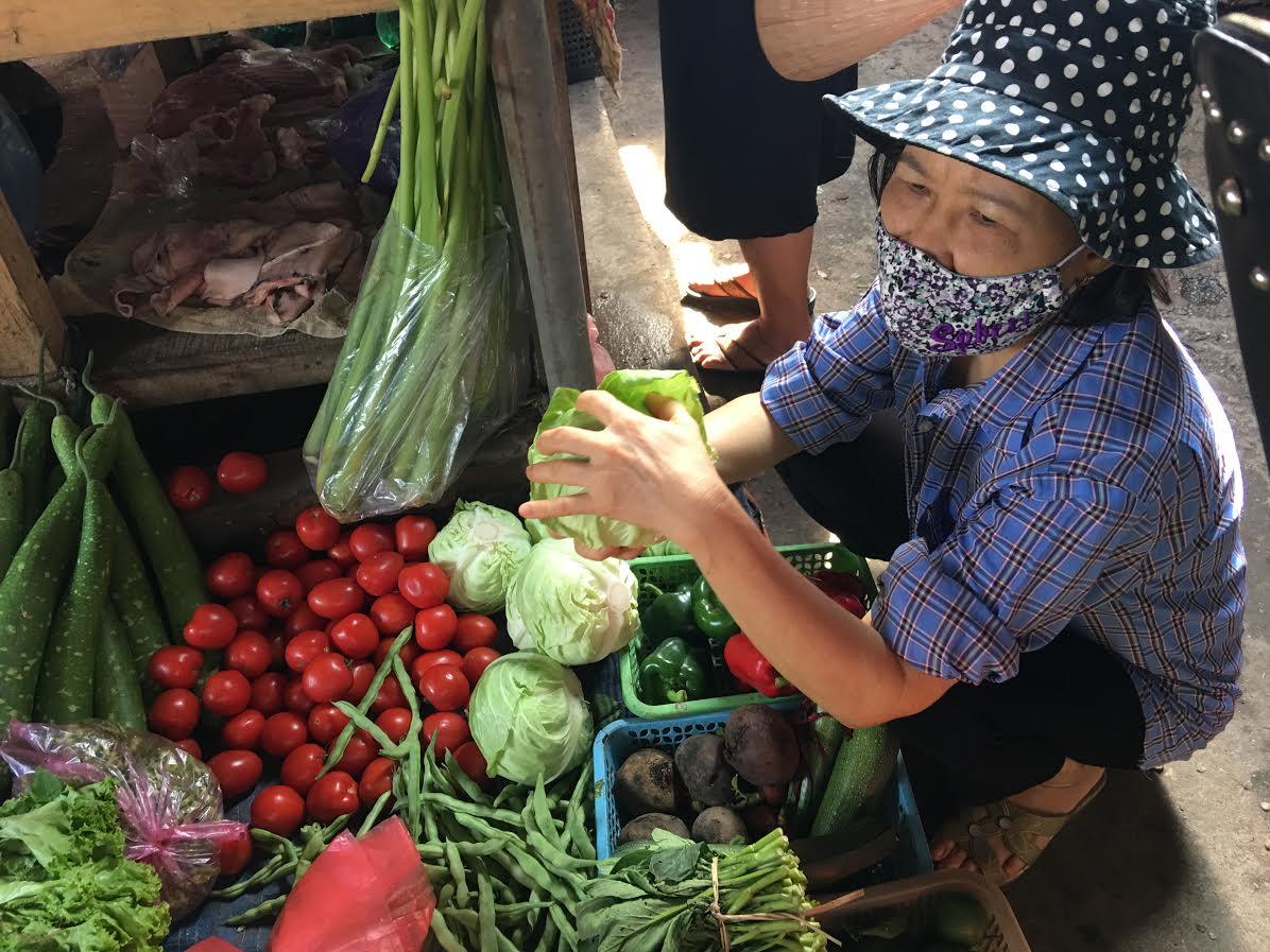 Nhiều người chuyển qua ăn các loại rau củ của Trung Quốc vì có giá rẻ hơn