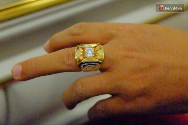 Chiếc nhẫn anh Hải Đ. mua có viên đá đính kèm.