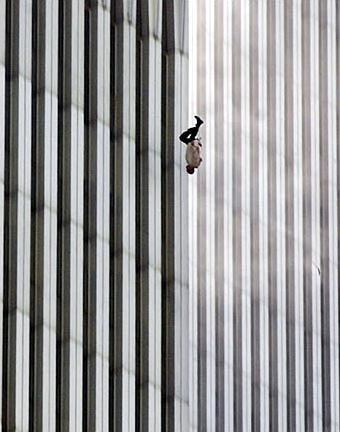 Bức ảnh nổi tiếng Người đàn ông rơi. Ảnh: Richard Drew