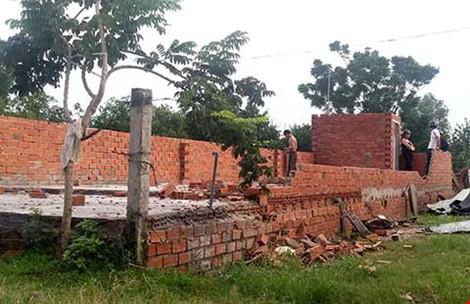 Phần nền, móng mới được xây dựng của một căn nhà không phép ở xã Vĩnh Lộc A, huyện Bình Chánh. Ảnh: TÂN - THOA