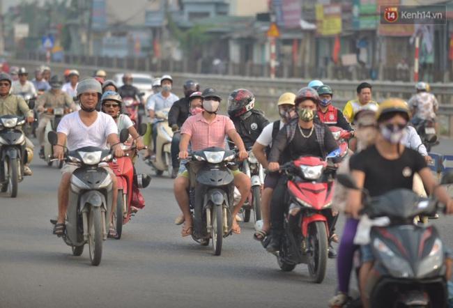 Dòng phương tiện xe cá nhân nối đuôi nhau theo hướng từ Ngọc Hồi về trung tâm Hà Nội. Ảnh: Phương Thảo