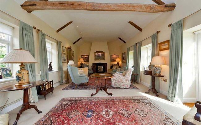 Các căn phòng được thiết kế mở và bài trí ấm cúng.