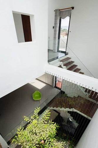Mọi ngõ ngách trong căn nhà đều thoáng rộng và tràn ngập ánh sáng tự nhiên.