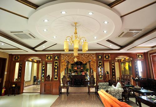 Tầng cao nhất Trang Nhung dành làm nơi thờ cúng.