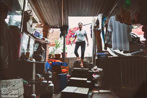 Nhà số 83 Nguyễn Khoái thụt sâu hơn 1 mét so với mặt đường