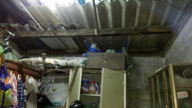 Căn nhà hoang tàn của một người dân.