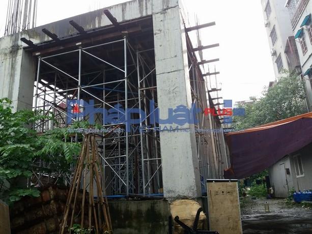 Công trình thi công được phần hầm và các cột trụ, mái bằng tầng 1.