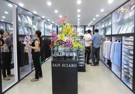 Việt Tiến đang đi trên 2 chân nhờ là hệ thống phân phối nội địa và thị trường xuất khẩu.